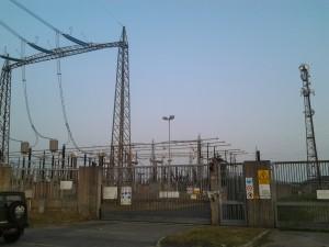 La centrale elettrica confinante con l'area a Sud di Arese dove sarà realizzato il complesso residenziale