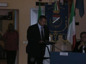 Alessandro Chiappini ad Arese durante il suo intervento pubblico in auditorium in occasione di un consiglio comunale aperto sul centro sportivo