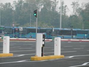 Il parcheggio Expo da diecimila posti auto conveniente con le navette gratuite all'interno del l biglietto del posteggio, ma finora poco frequentate