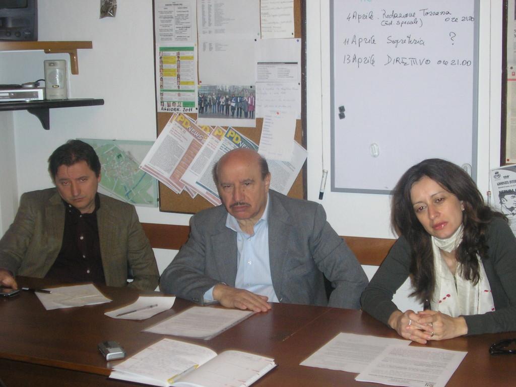 Un momento della conferenza stampa dell'aprile 2011 quando Armando Calaminici (in mezzo tra Giuseppe Augurusa e Paola Pandolfi) annuncia le sue dimissioni dal cdi di Facs