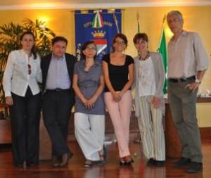 La Giunta Palestra al completo. da destra verso sinistra: Enrico Ioli, il sindaco Michela Palestra, Eleonora Gonnella, Barbara Scifo, Giuseppe Augurusa, Roberta Tellini